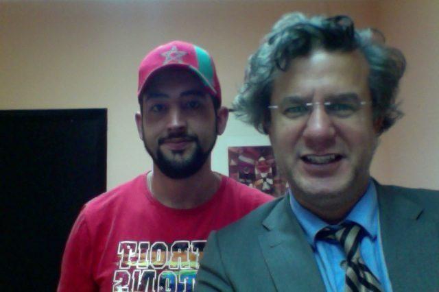 abogado Pedro FBernal en Despacho junto a cliente